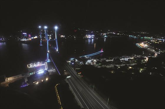 야경이 아름답기로 소문난 여수 밤바다. 여수 투어는 '한국의 나폴리' 여수에서 열렸다.