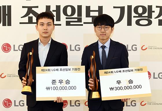 ▲준우승 박정환 9단(왼쪽)과 우승 신진서 9단