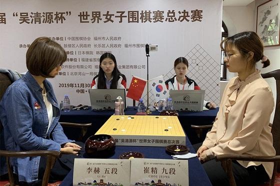 ▲최정 9단(오른쪽)이 리허 5단을 꺾고 오청원배 결승에 올랐다.